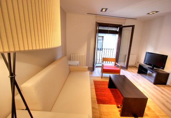 2039.livingroom4.jpg