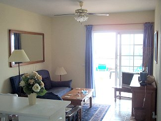 2099.apartment-los-cristianos-canarian-holiday-letting-comfortable-lounge-area-54840.jpg
