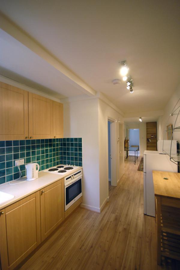 2125.kitchen.jpg