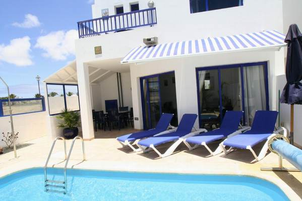 Luxury 3 bedroom holiday villa for rental in playa blanca for Villas rubicon lanzarote