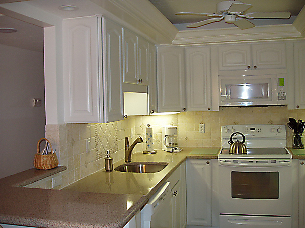 2179.apt_707_kitchen_left.jpg
