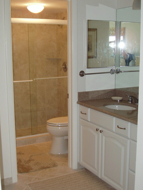 2179.apt_707_master_bath-dressing_area.jpg