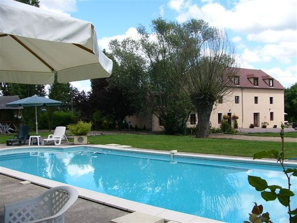 2435.la_platriere_retreat_and_swimming_pool.jpg