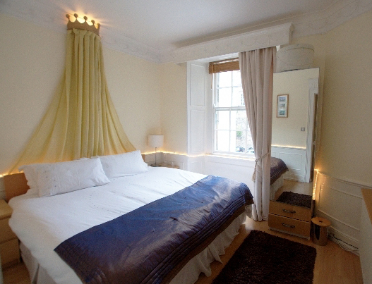 castle apartment rentals in the heart of old town edinburgh scotland