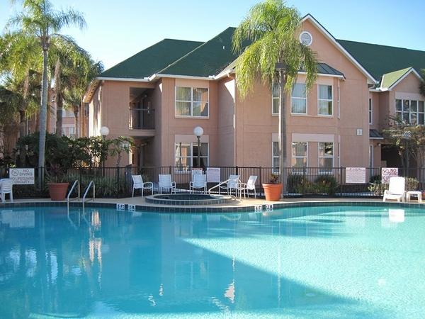 2506.01_resort_villa_with_3_pools.jpg
