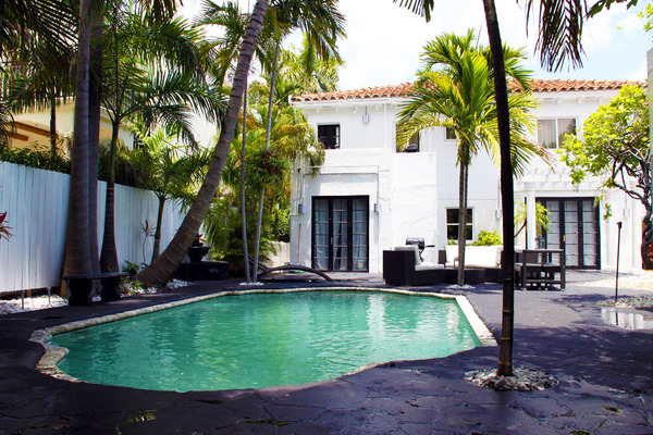 2507.1tropical_pool_and_courtyard.jpg