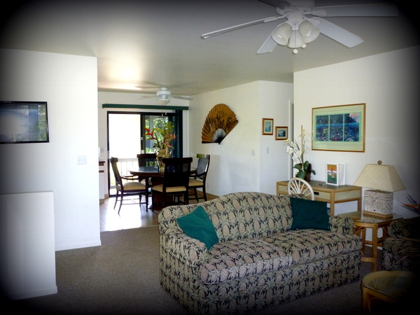 2600.2-living_room_into_dining_room_-_surfrider_suite.jpg