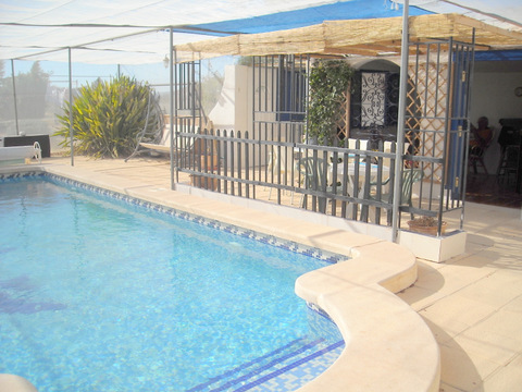 2632.pool_bar_area.jpg