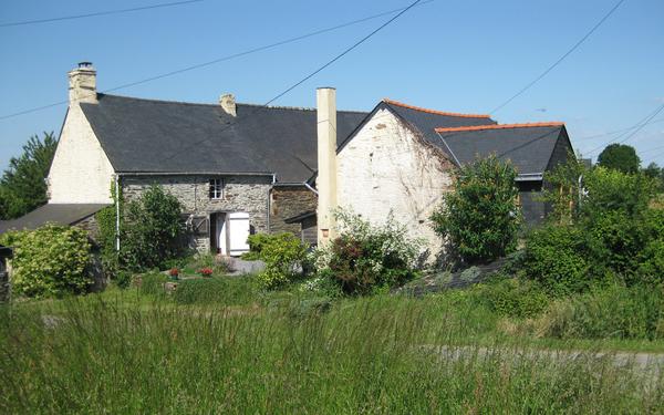 2714.house_n_barn.jpg