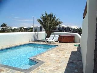 2791.villa_pool.jpg
