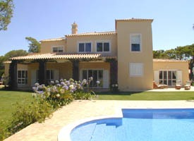 2867.villa_with_pool.jpg