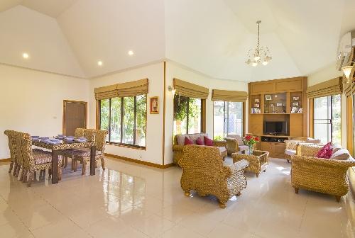 3032.16-Livingroom1.jpg