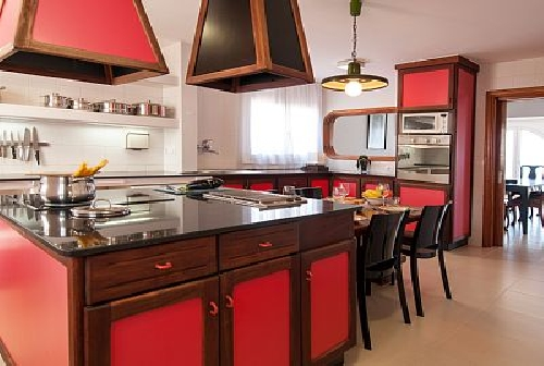 3050.Kitchen OwnersRentals.com.jpg