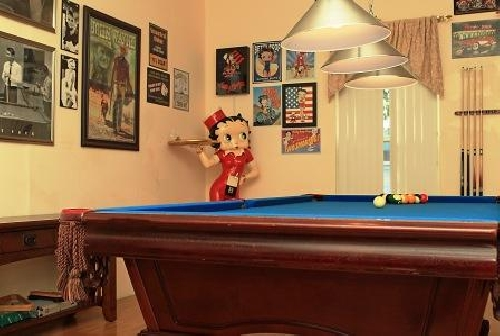 3177.games room Betty Boop end of table.jpg