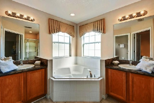 3220.Bathroom 1.jpg