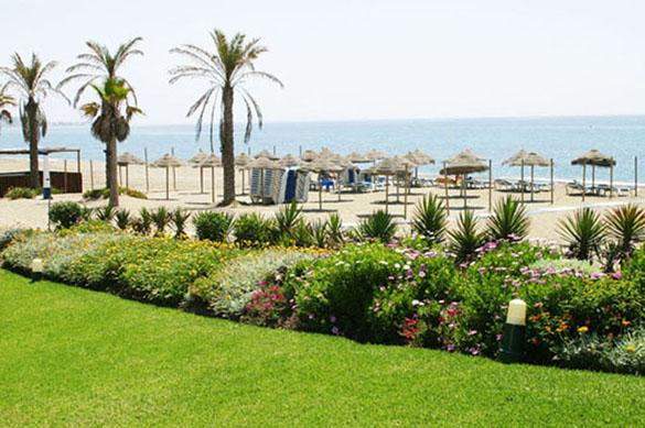 423.e_the_beach.jpg