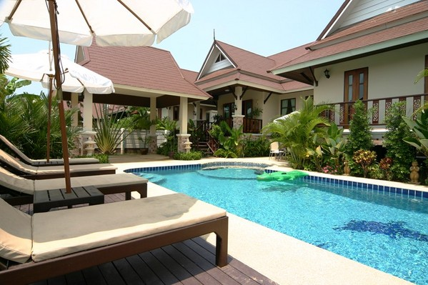 749.dhewee_resort_165-4_baan-sabai_fabulous_pool_with_jacuzzi..jpg
