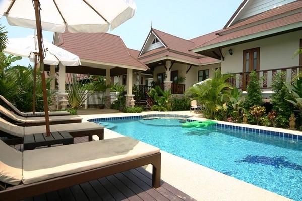 749.dhewee_resort_165-4_baan-sabai_fabulous_pool_with_jacuzzi..jpg
