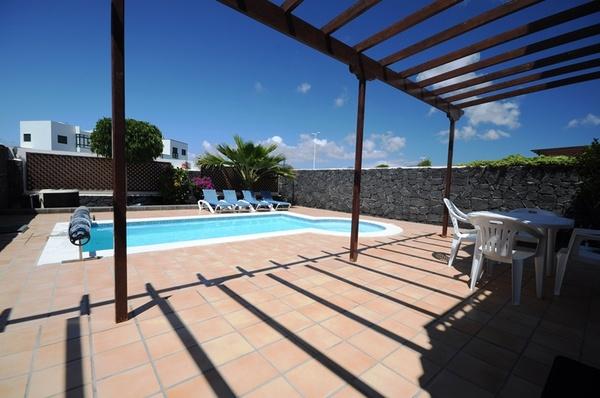 997.terrace_pool.jpg